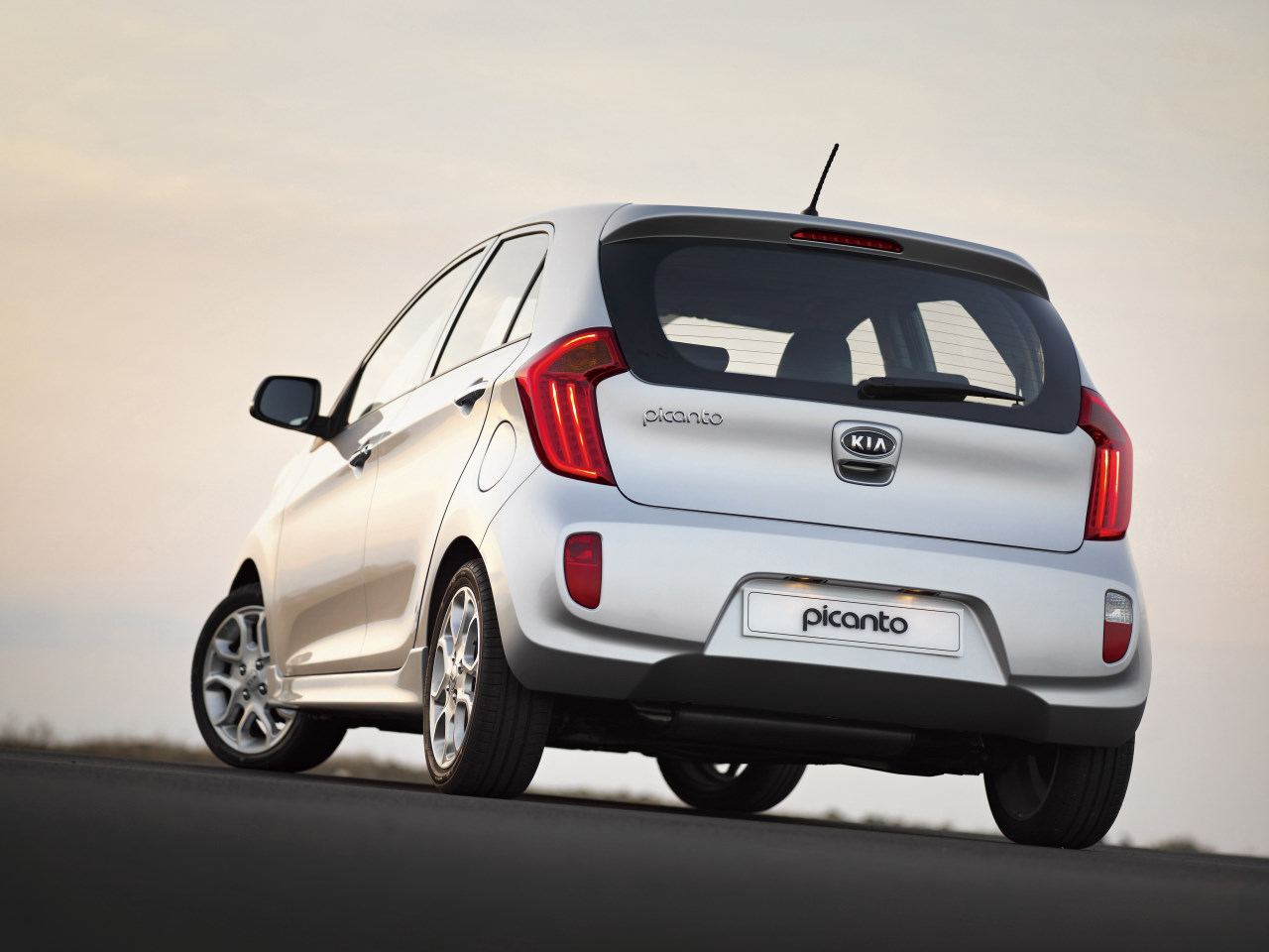 prices of new 2012 kia picanto and new photos garage car. Black Bedroom Furniture Sets. Home Design Ideas