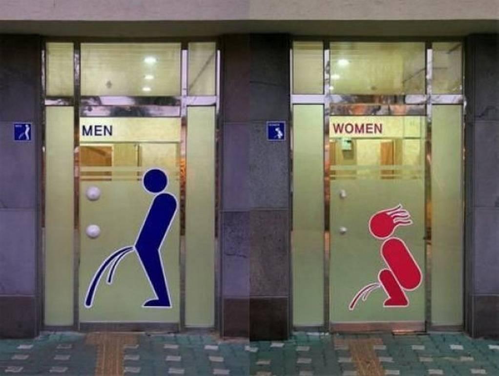 Baño de mujeres y hombres chistoso