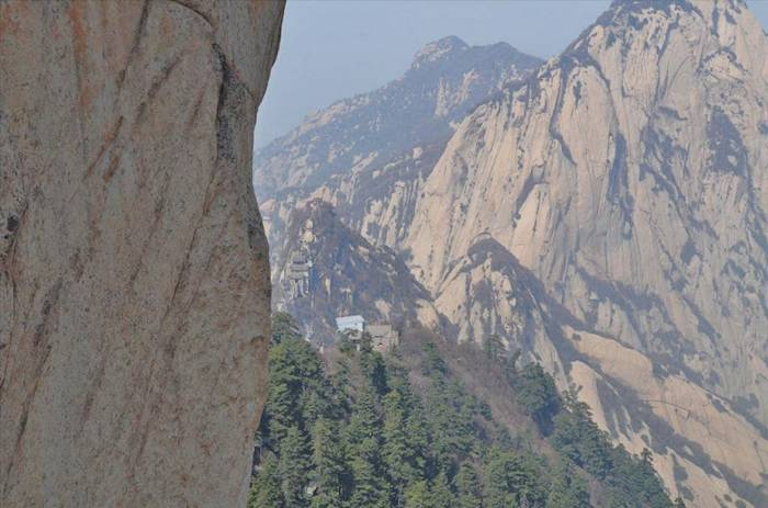 Mount Hua Shan is located near the southeast corner of the Ordos Loop section of the Yellow River basin, south of the Wei River valley, at the eastern end of the Qin Mountains, in southern Shaanxi province. It is part of the Qin Ling Mountain Range that divides not only northern and southern Shaanxi, but also China.