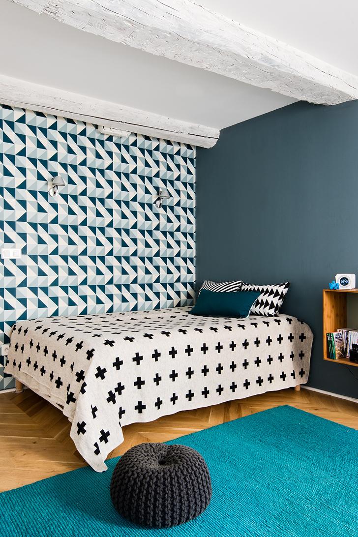 Papier peint et parure de lit aux formes géométriques