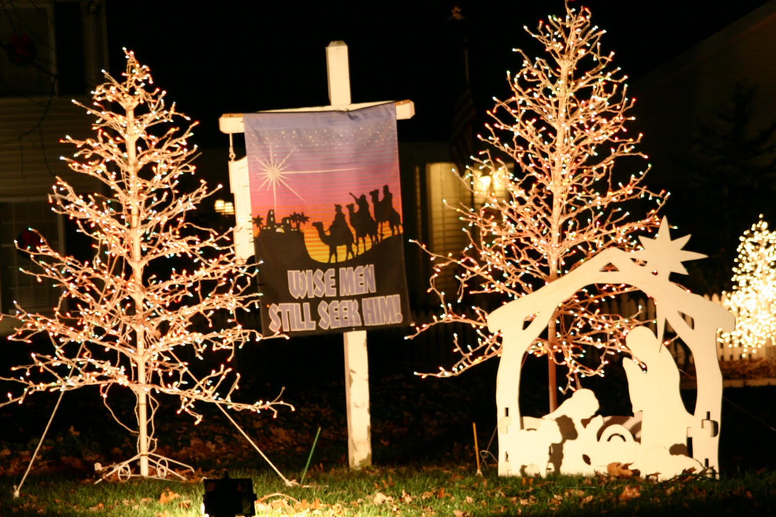 Indiana spencer county rockport - Families Can Drive Through The 1 2 Mile Santa Claus Land Of Lights Family Christmas Light Adventure At Lake Rudolph The Light Displays Tell The Shining