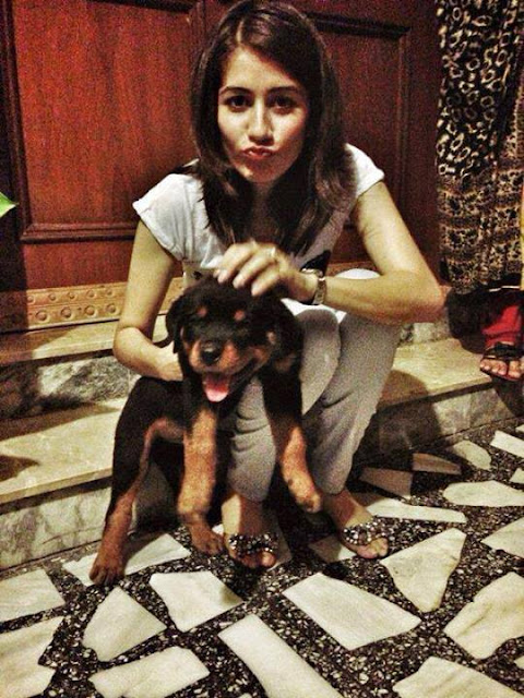 Beautiful Syra Shehroz With Her Pet Dog
