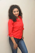 Vishnu Priya glam pics-thumbnail-4