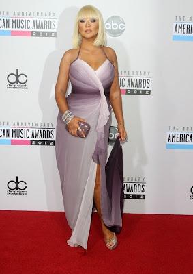 christina aguilera rubia en vestido de gala