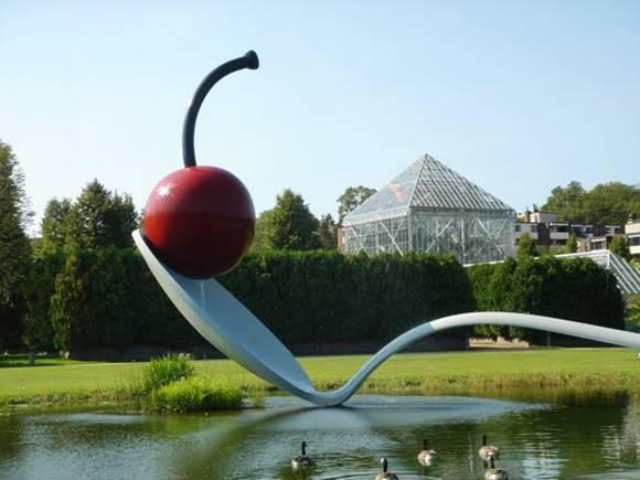SmileCampus - Giant Sculptures - Amazing Photos