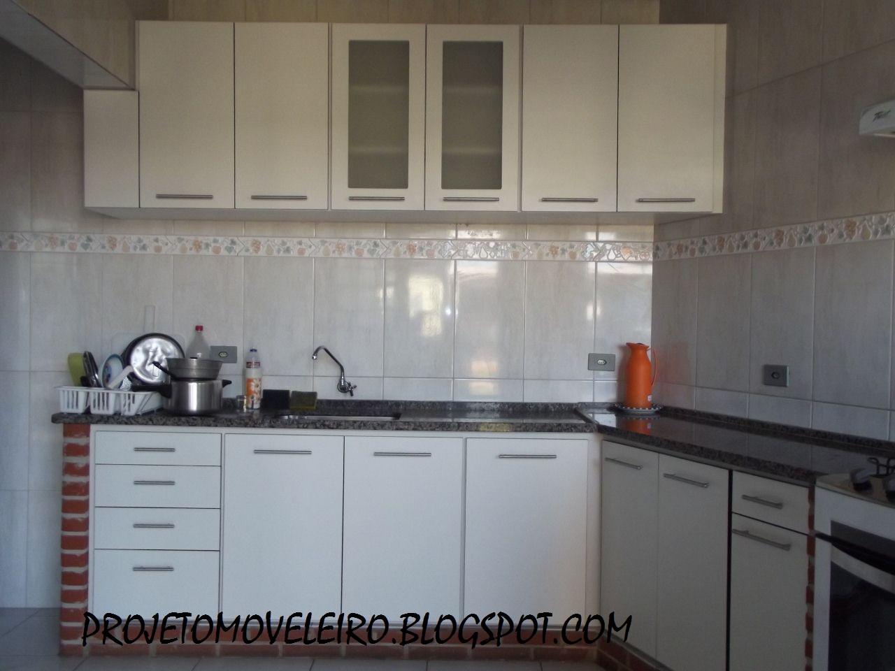PROJETOS EM MADEIRA MACIÇA E MOVEIS SOB MEDIDA: Cozinha Branca com  #5C4E43 1280x960