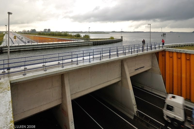 aquaduct veluwemeer netherlands