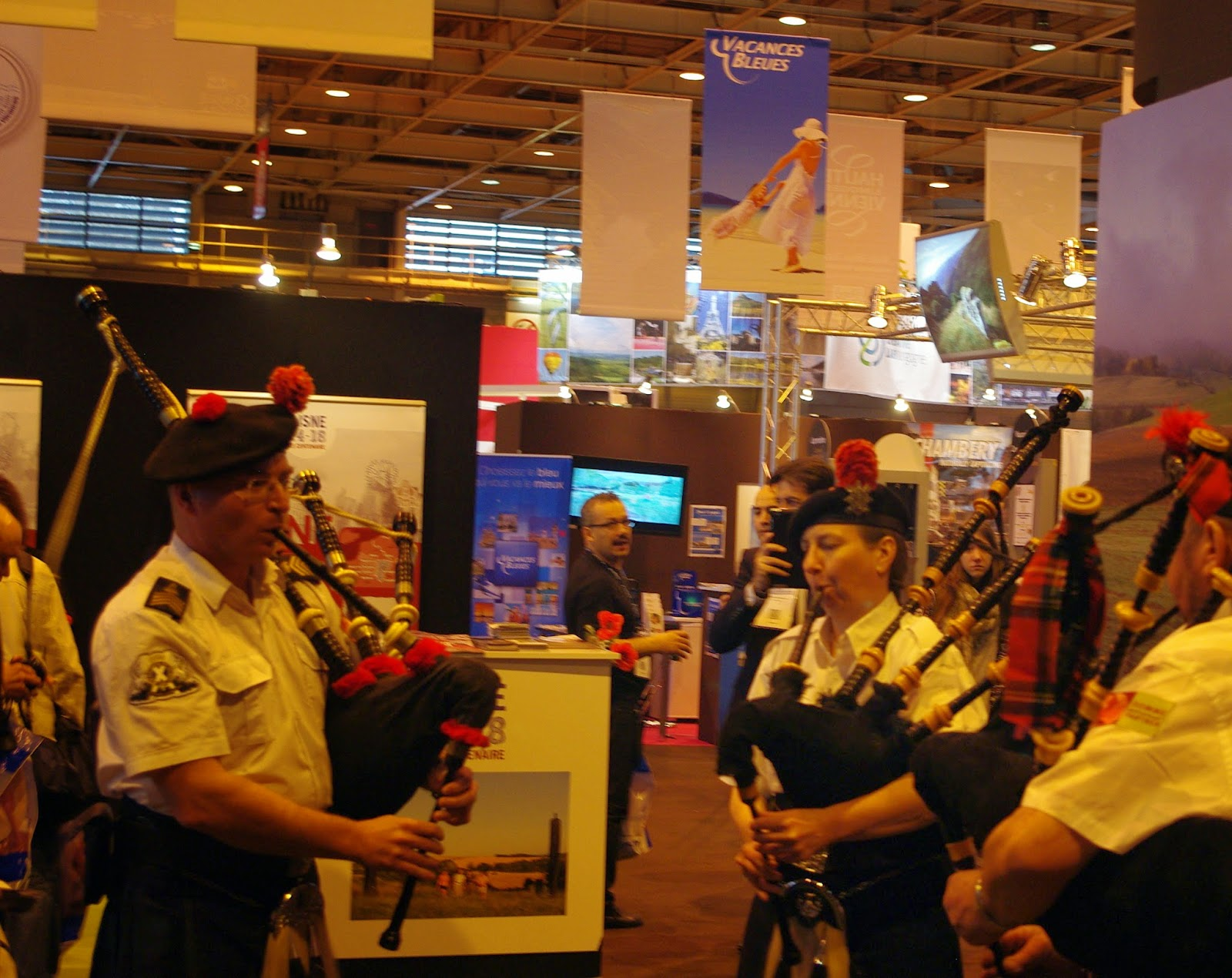 The samarobriva pipes and drums salon mondial du tourisme - Salon tourisme paris ...