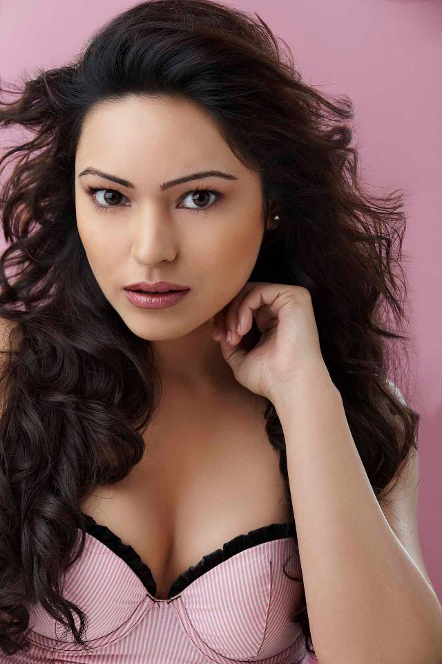 Glorious and Stylish Devshi khanduri hot photos