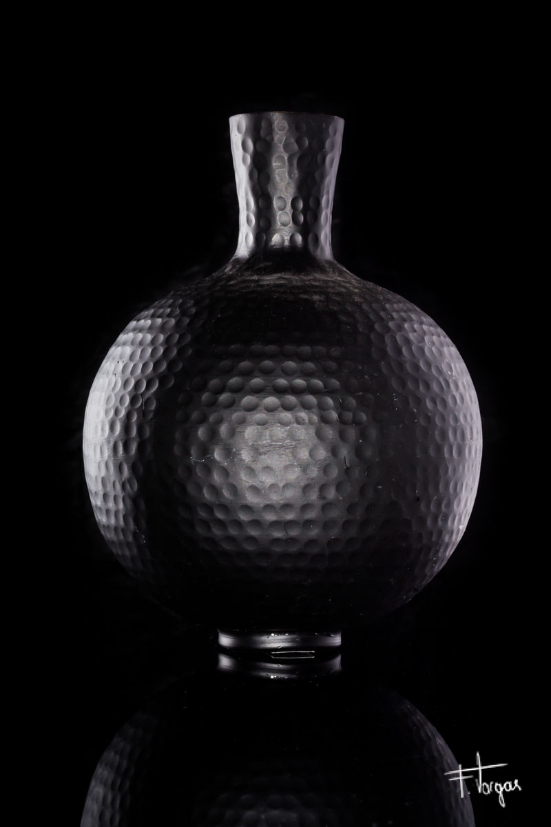 Jarrón negro sobre fondo negro - 1/200seg, f/16, ISO 100, Nikkor 50mm