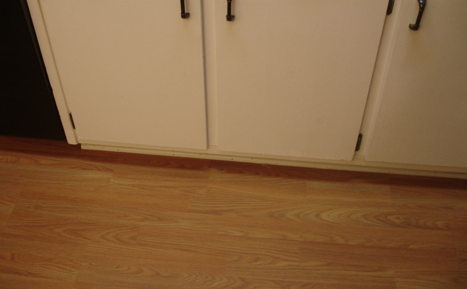 Kitchen Cabinets with Grooves