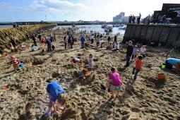 30 Batang Emas 24 Karat Disebar di Pantai Ini untuk Diburu