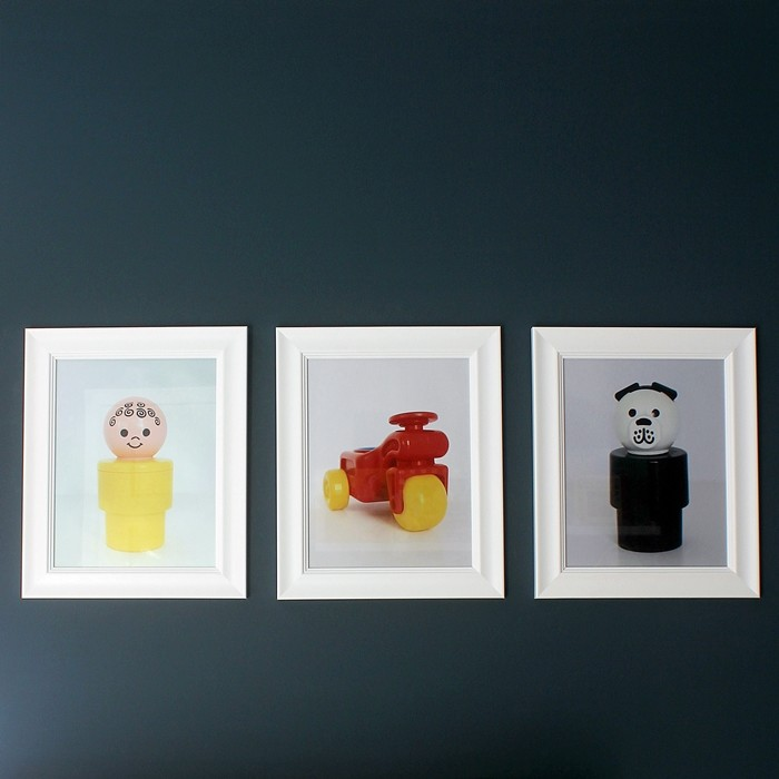 Fun and pop-artsy DIY photography using vintage toys for you kid's bedroom.