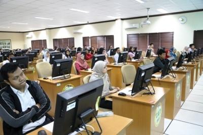 Pemerintah menyediakan 100.000 kursi untuk menjadi PNS  dan PPPK.