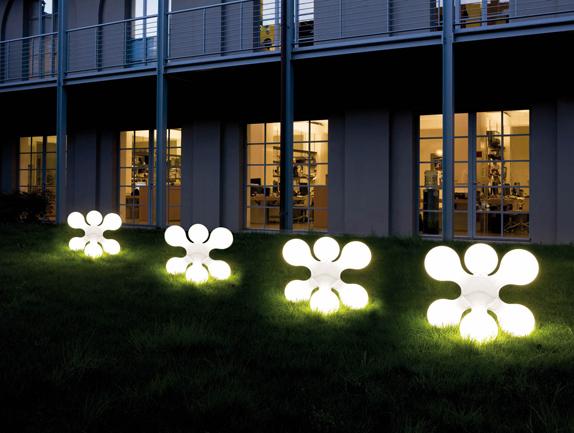 Arredo in illuminazione outdoor - Sfere illuminazione giardino ...