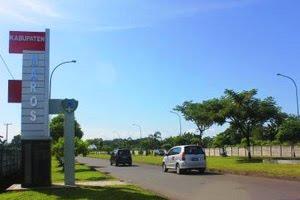 Tugu Batas Maros di Jalan Masuk Bandara Sultan Hasanuddin