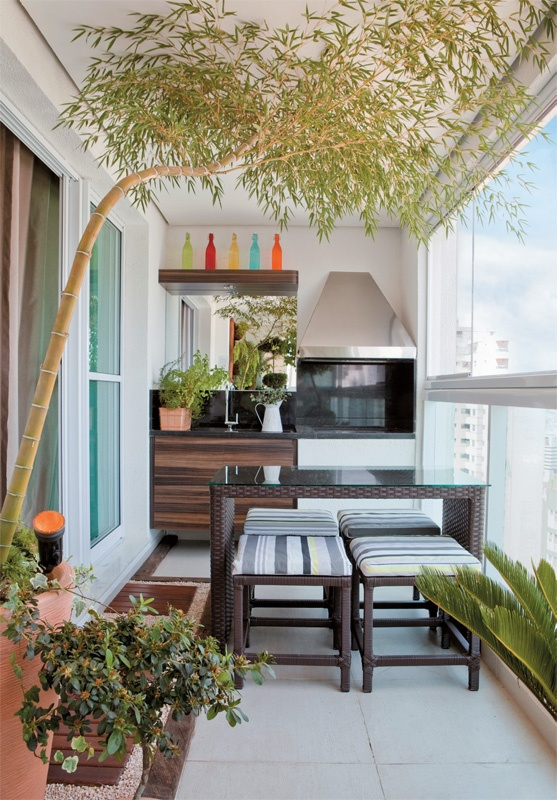 Varanda gourmet papo de design for Balcony decoration ideas india