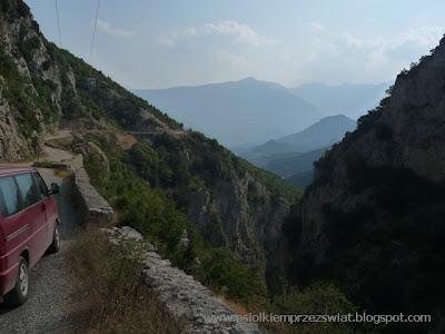 http://osiolkiemprzezswiat.blogspot.com/2012/01/bakany-osiokiem-albania-dzien-3.html