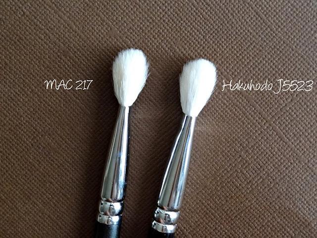Hakuhodo J5523 Round & Flat Eye Shadow Brush Compared to MAC 217