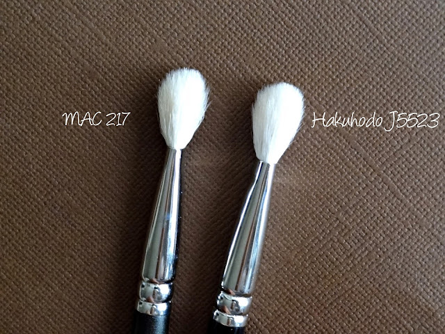 Hakuhodo J5523 Round & Flat Eye Shadow Brush Compared to MAC 217