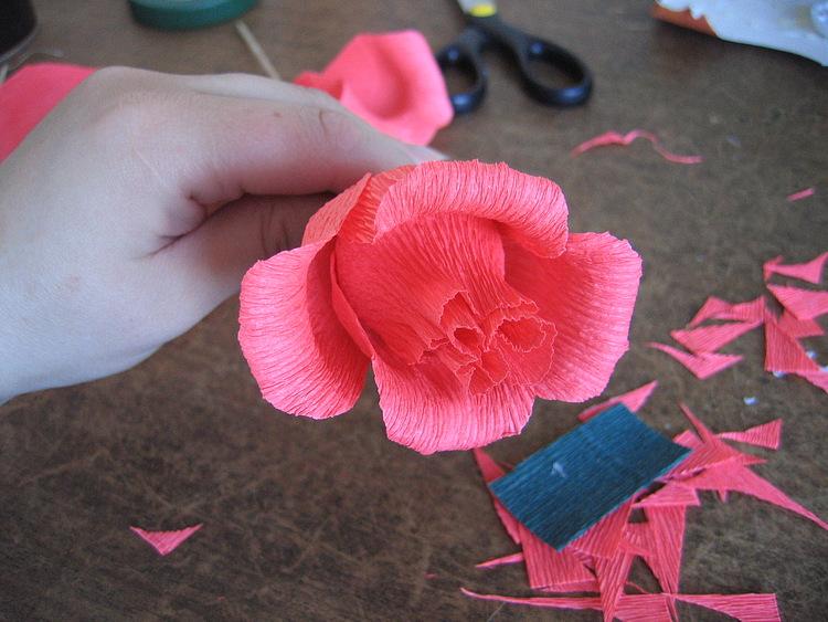 Розы из конфет и ткани своими руками 82