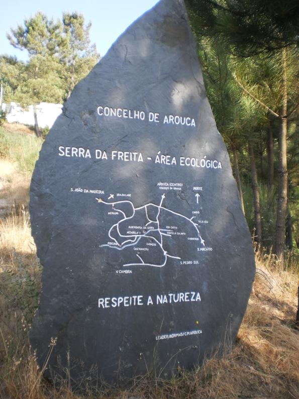 Placa de Xisto de sinalização na serra da Freita