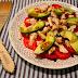 Ensalada de tomate, pollo y aguacate