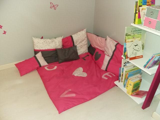 coin lecture pour les petits tapis oreiller fille coussins détente angle mansarde coin livre