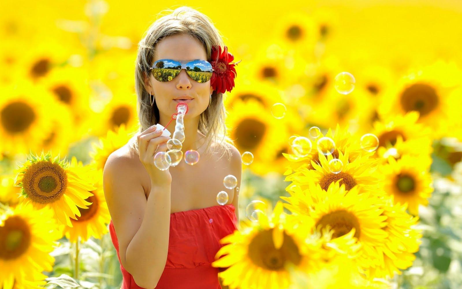 http://4.bp.blogspot.com/-pQYJ-Y2CQ_Y/UClyzvjC_1I/AAAAAAAAByA/_dUQaLSceq8/s1600/girl_blonde_field_flowers_bubbles_mood_25253_1680x1050.jpg