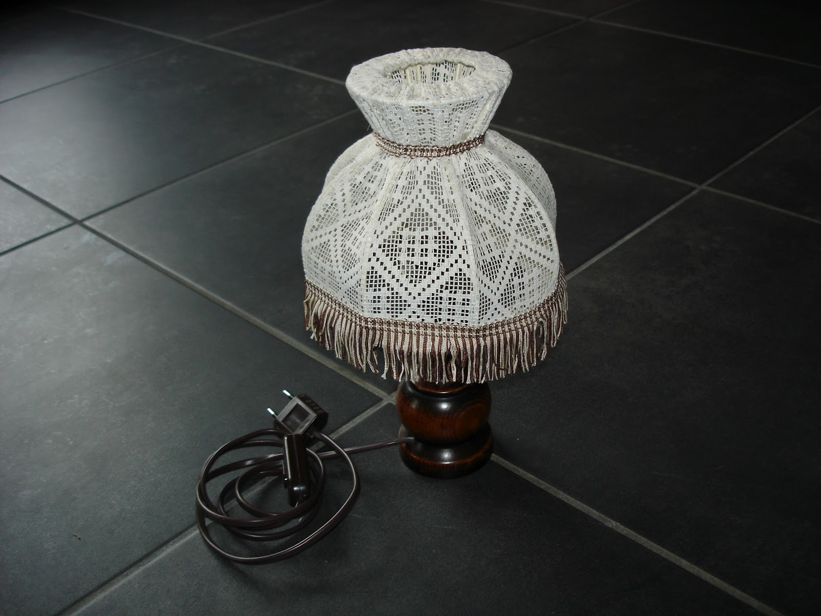 dressing grenier lampe de chevet. Black Bedroom Furniture Sets. Home Design Ideas