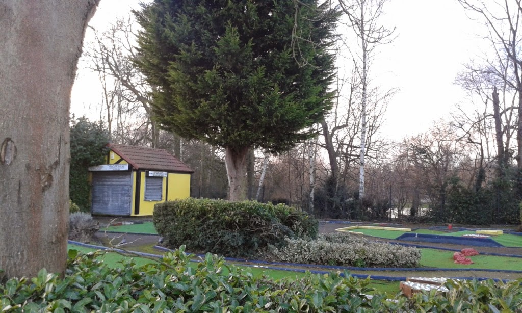 Minigolf at Broomfield Park in Palmers Green, London