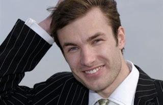 أفضل عشر نصائح للرجال للحصول على شعر صحى وجذاب  - رجل وسيم جذاب جميل