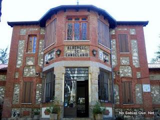 Candelario Salamanca fachada del albergue juvenil de Candelario