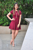 Rashi Khanna latest sizzling pics-thumbnail-20