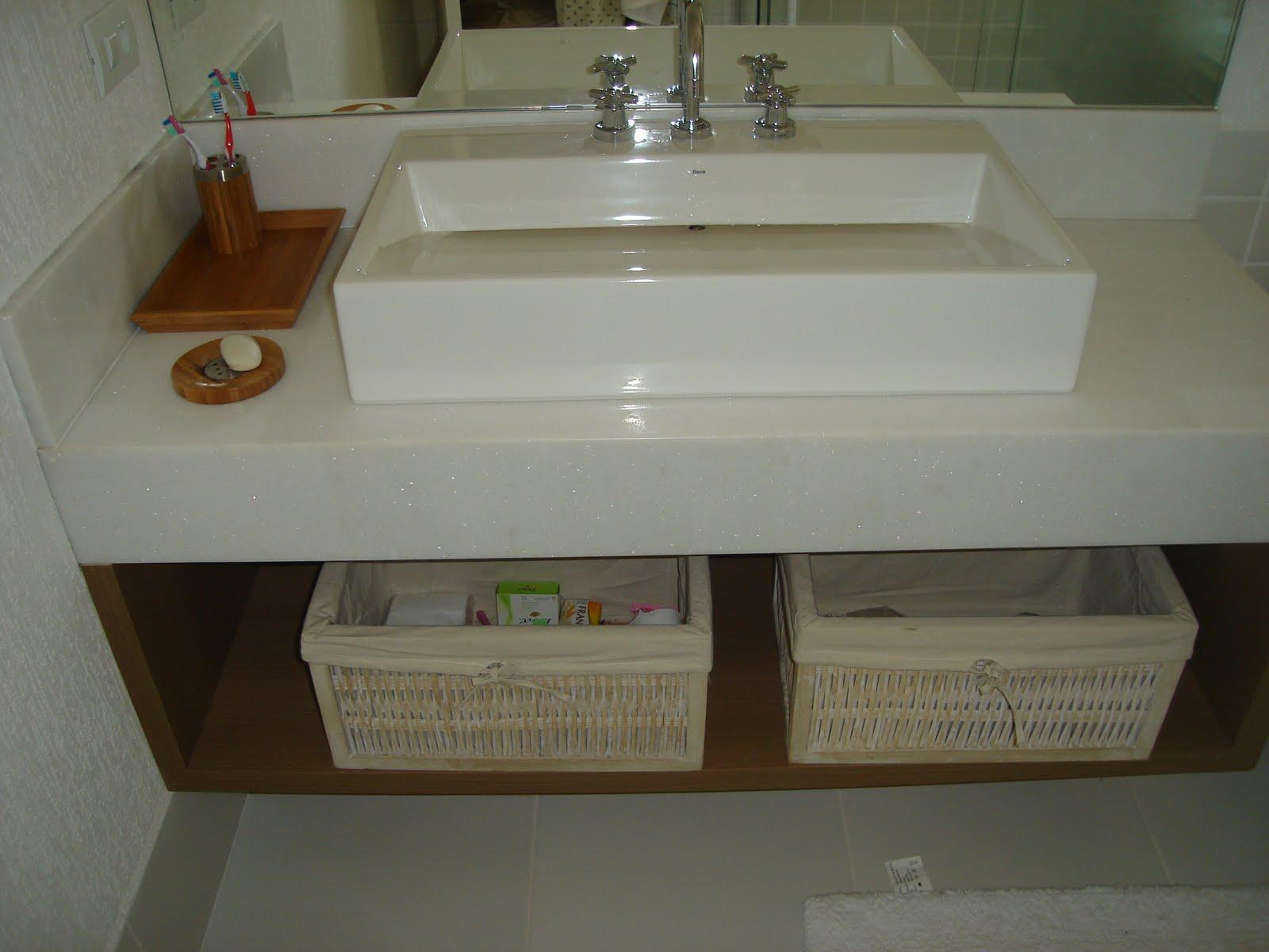 Veja nas fotos abaixo que somente as paredes das áreas molhadas foram  #5C4730 1600x1200 Acabamento De Banheiro Fotos
