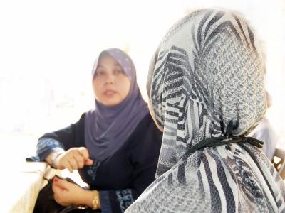Rosilawati memberi kata-kata semangat keoada Nur Izah