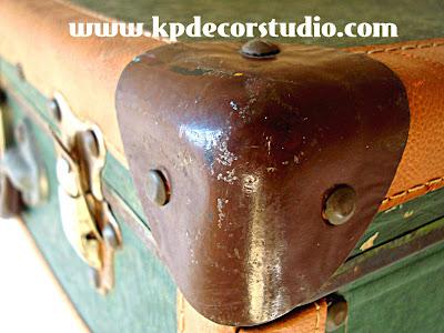 kpdecorstudio-tienda-store-vintage_maletas_antiguas_old_suitcase_valise_Original-Möbeln_vintage_valencia_grünen_Koffer_gebrauchte_Möbel_Meubles_originaux_valise_verte_Meubles_de_seconde_main