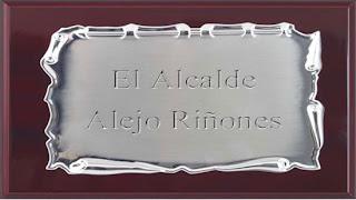 Recreación de una placa con el nombre del alcalde