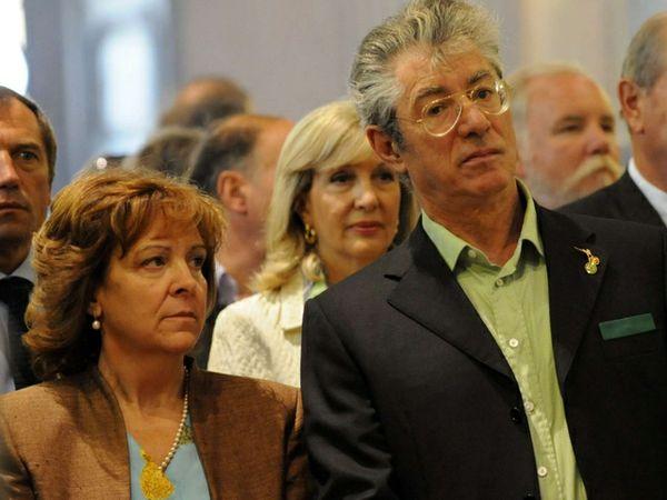 Baby pensioni e super-mantenuti: anche la moglie di Tremonti e di Bossi? Antonio di Pietro a 45 anni con 2mila euro? Altri politici e vip?