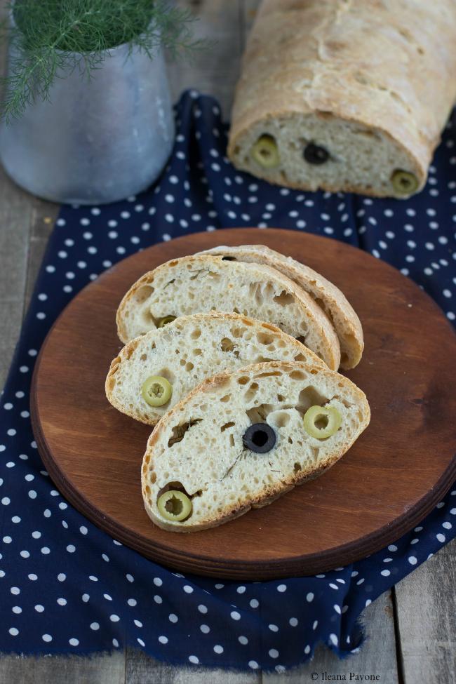 pane all'aglio con olive e finocchietto selvatico