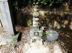 三好長慶の墓(徳島県三好市三野町・瀧寺)