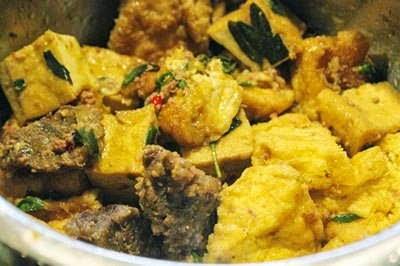 (Đậu Hũ Kho Bắp Bò) - Fried Tofu with Beef Thigh