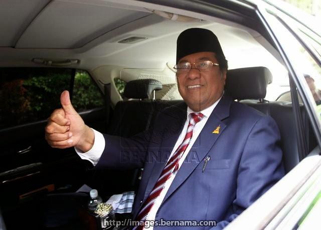 Khalid Kekal Menteri Besar - Blogger Terima Upah Hayun Khalid