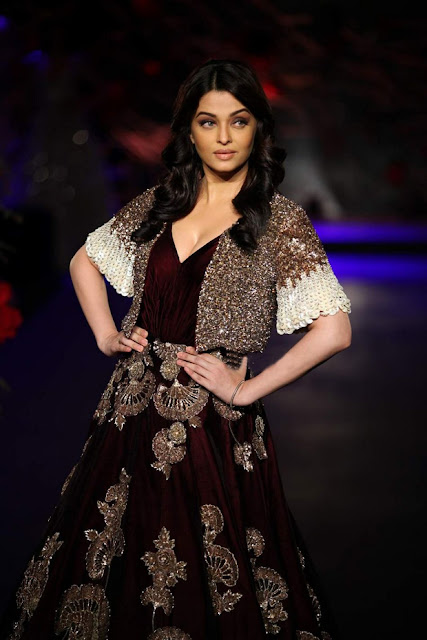 Aishwarya Rai Bachan walks the ramp of India Couture Week 2015