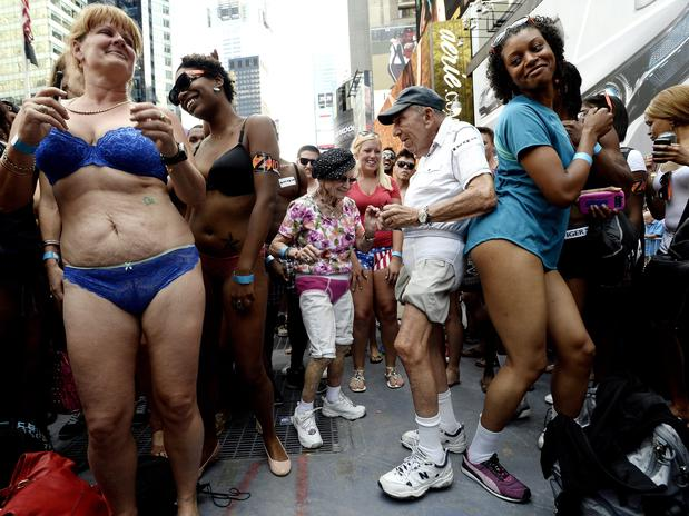 Underwear Day, Pictures and GUINNESS RECORD