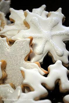 http://notsohumblepie.blogspot.de/2009/12/festive-snowflake-sugar-cookies.html