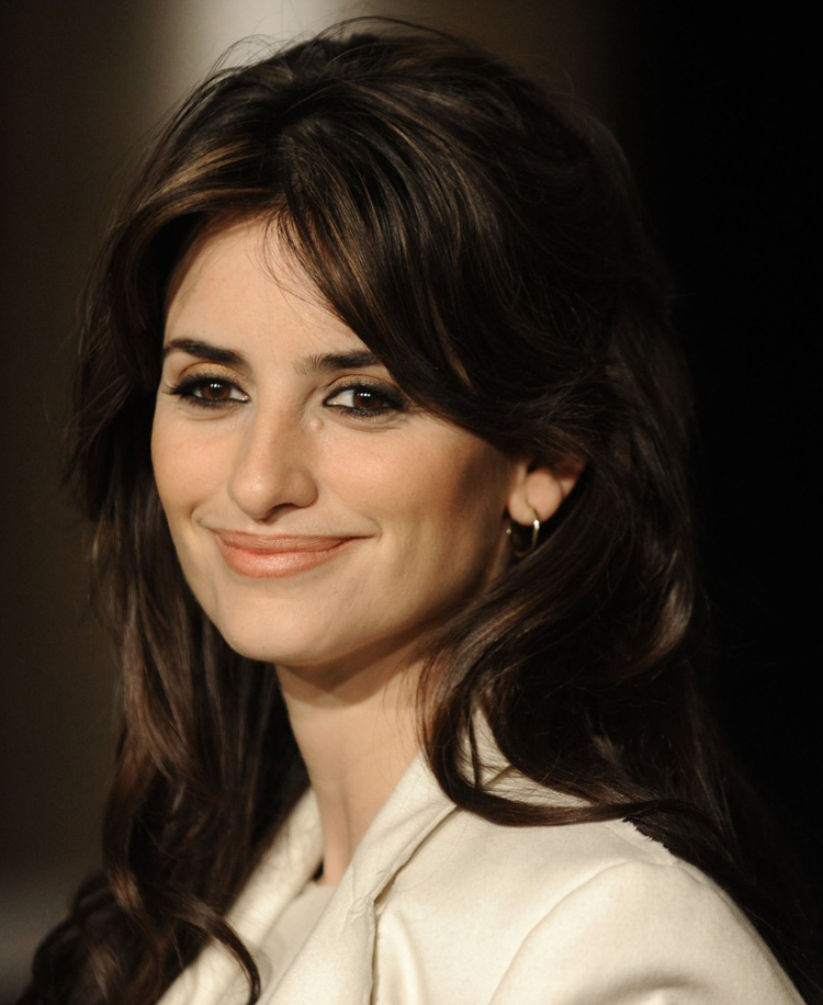 Fresh Look Celebrity Penelope Cruz Hairstyles 46