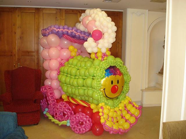 Big balloon sculpture_balloon train