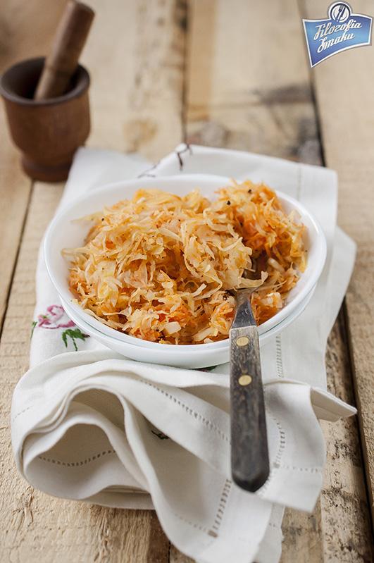 Surówka z kiszonej kapusty i marchwi do obiadu