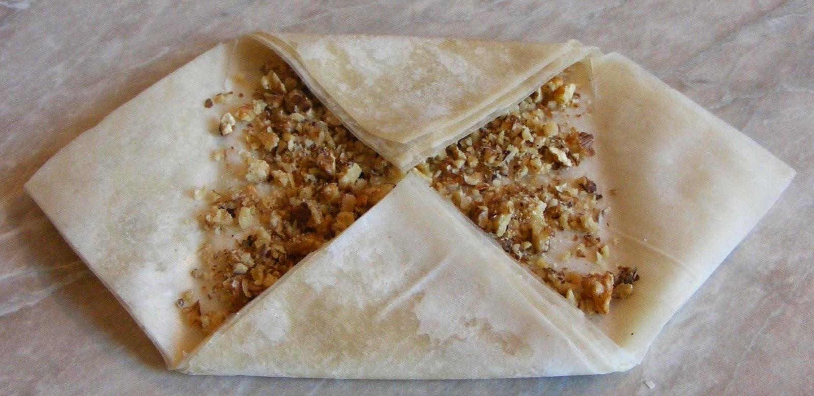 preparare baclavale, preparare baclava, cum se prepara baclavale, cum facem baclavale, cum se prepara baclavalele cu foi de placinta si nuca, retete si preparate culinare baclava, cum se prepara baclava,